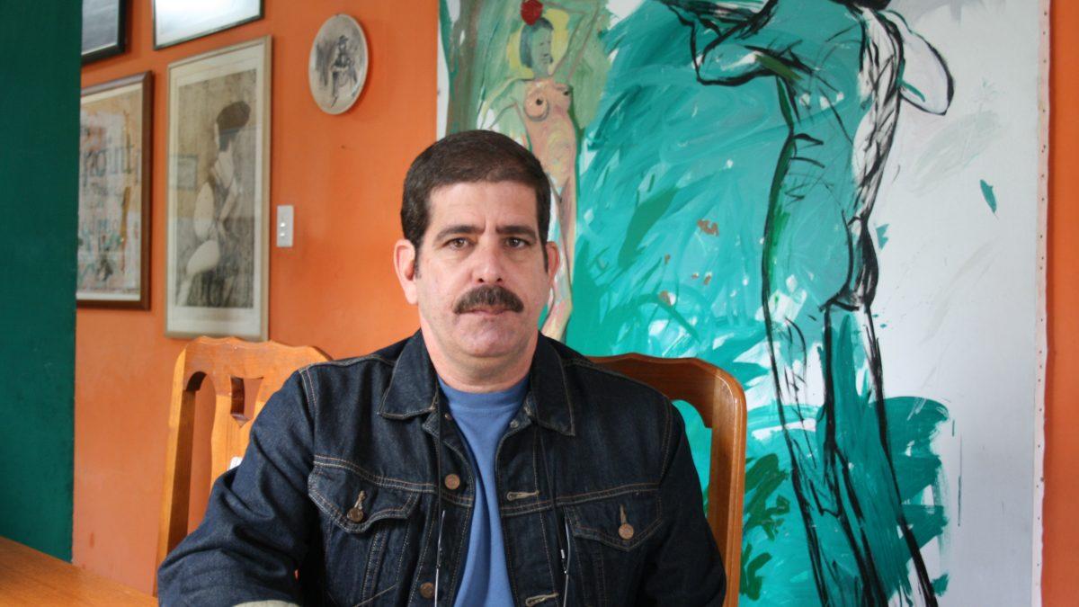 EN TIEMPOS DE BLANCOS Y NEGROS, EL GRIS ES UN COLOR SOSPECHOSO.  Entrevista a David Mateo